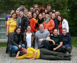 Die 25 neuen C-Trainer des Bayerischen Schwimmverbandes. Unten, mitte: Stefan Rauschmayr